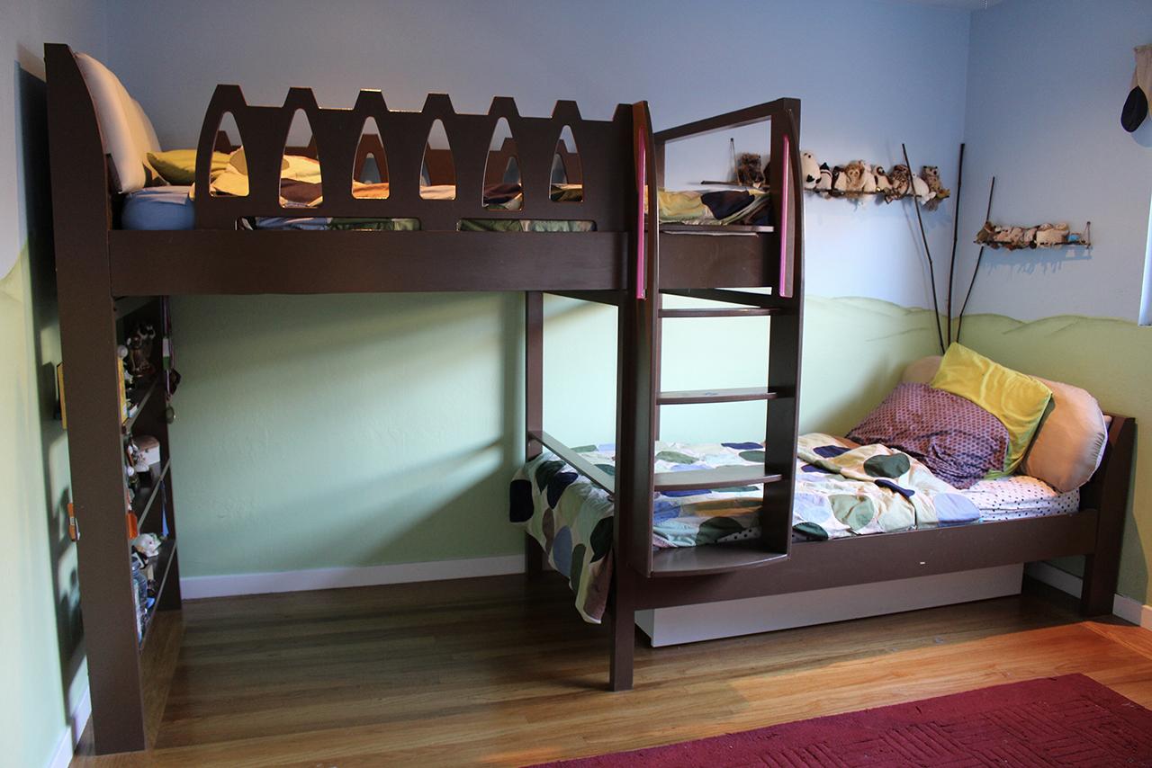 Offset bunk beds